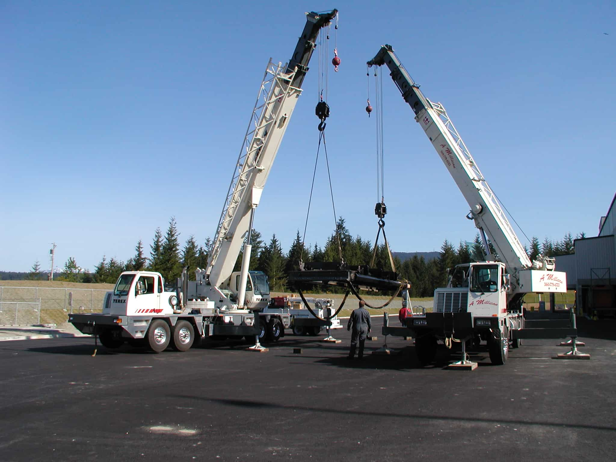 crane hoisting a load regulations osha